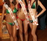 Hooters Hottie Bikini Contest